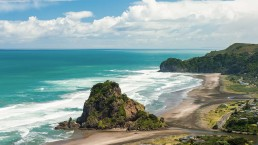 Piha Beach - Photo: Fyletto/Bigstock.com