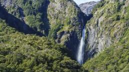 Devils Punchbowl Falls - Photo: PK2893/Bigstock.com
